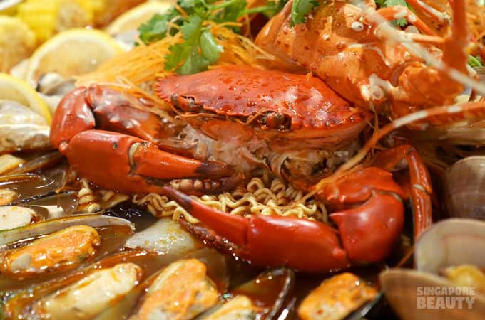 crab-in-noodle
