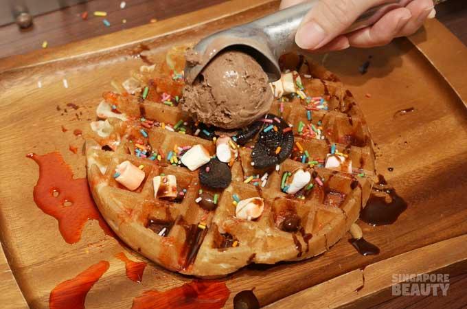 new-thai-tanic-waffle