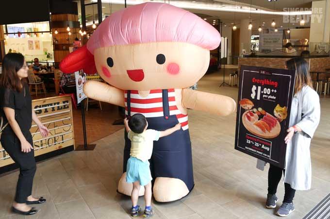 sushi-express-mascot-hugg