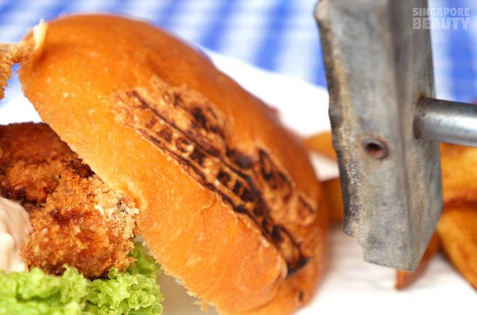 salute-coffeeshop-inked-burger