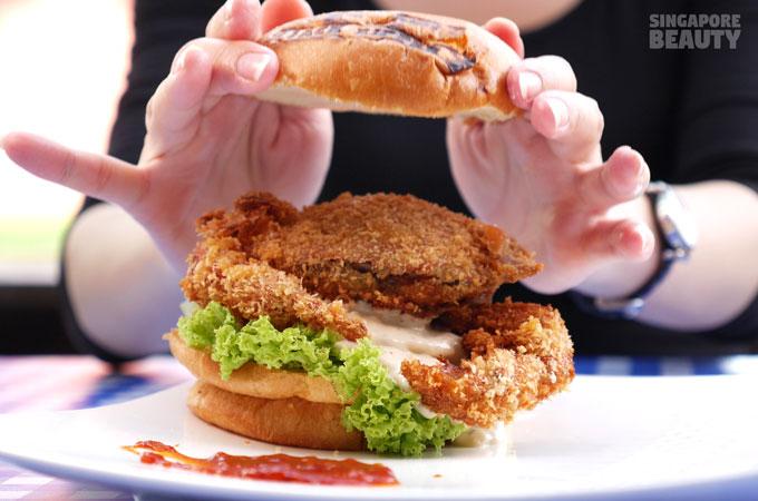 salute-coffeeshop-jack-ripper-softshell-crab-burger