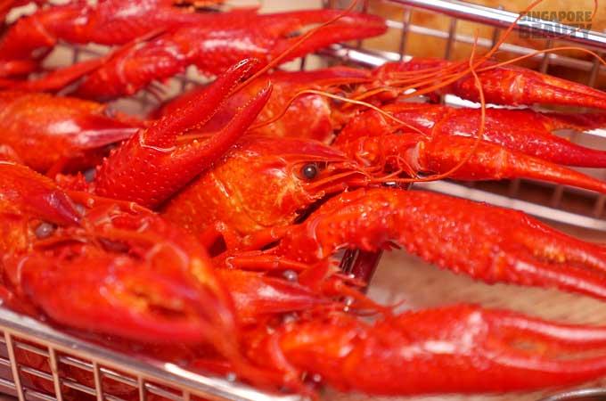 burger-monster-lobster-close-up