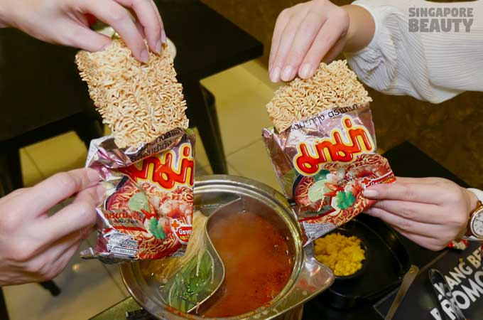 ladyboy-mookata-thai-mama-noodle