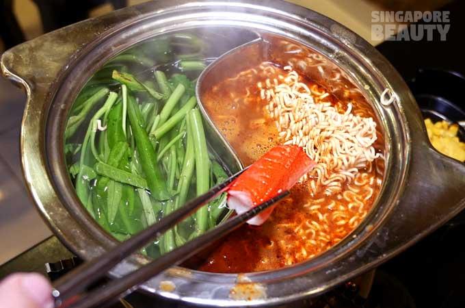ladyboy-mookata-tom-yum-soup-noodle