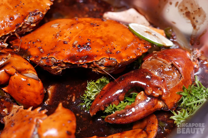 the-three-peacocks-at-labrador-park-black-pepper-chilli-crab-with-thai-lime