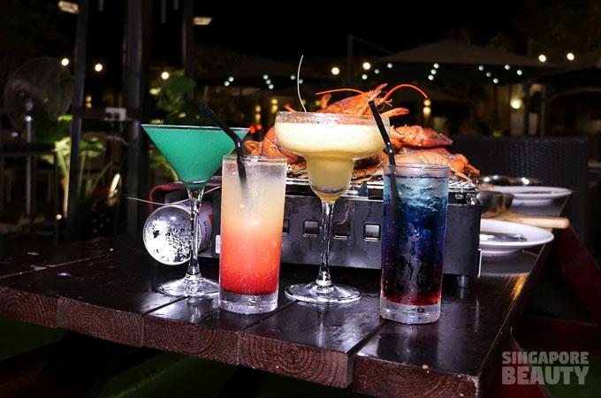 the-three-peacocks-at-labrador-park-cocktails