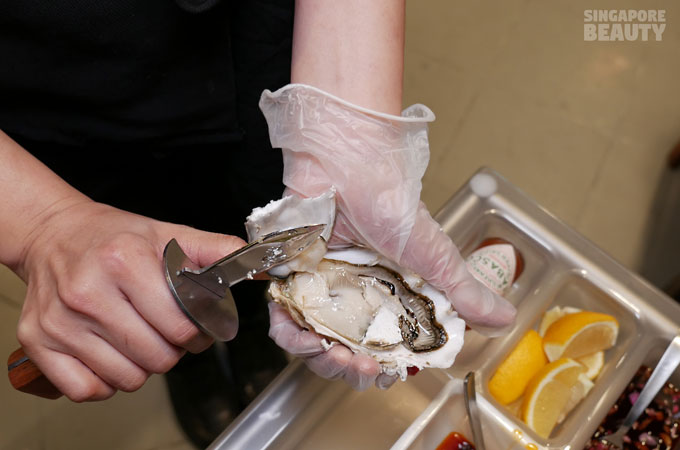 live-oyster-shucked