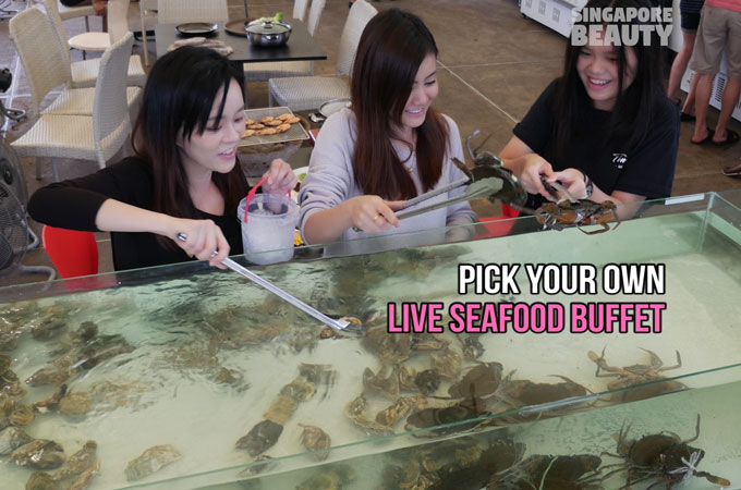 The Three Peacocks – Live Seafood Buffet