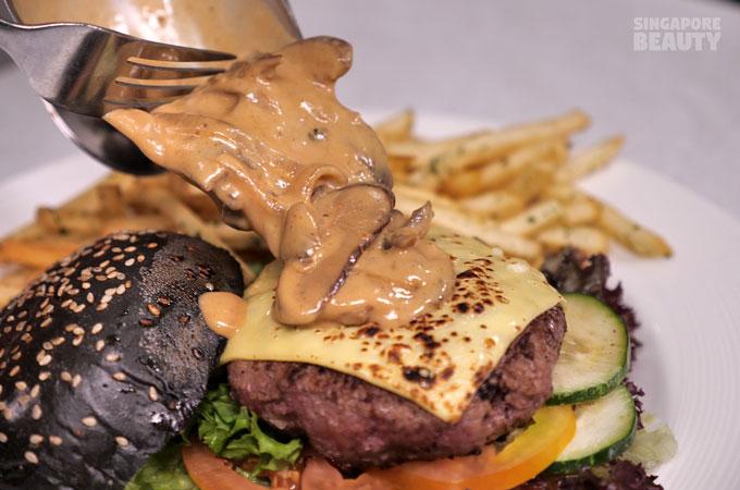 burger-mushroom-sauce