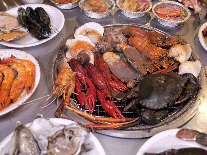 grill mixed seafood buffet
