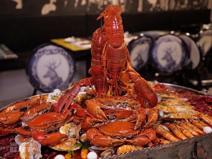 giant boston lobster platter