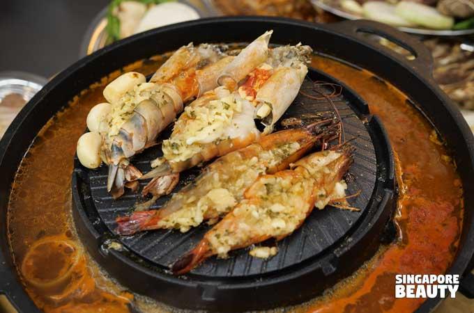 seafood-grilled-prawns-mookata