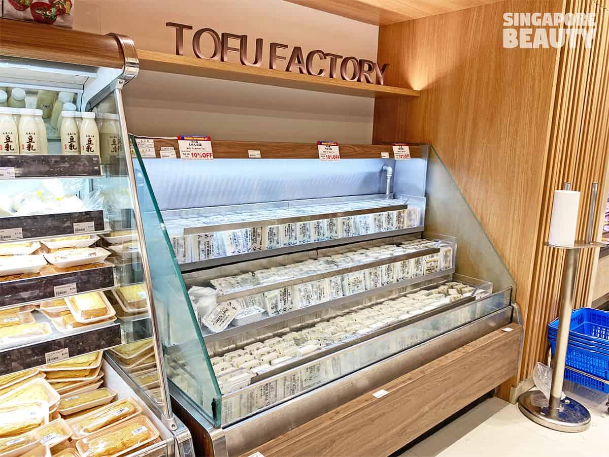 meidi-ya-tofu-factory-fountain