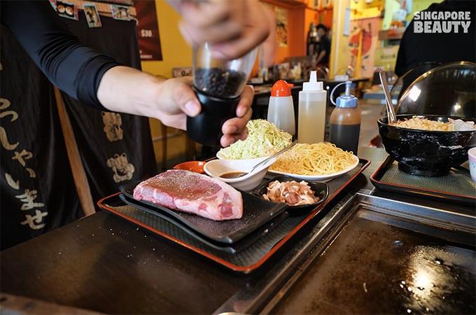 pink-Himalayan-salt-seasoned-black-Angus-steak