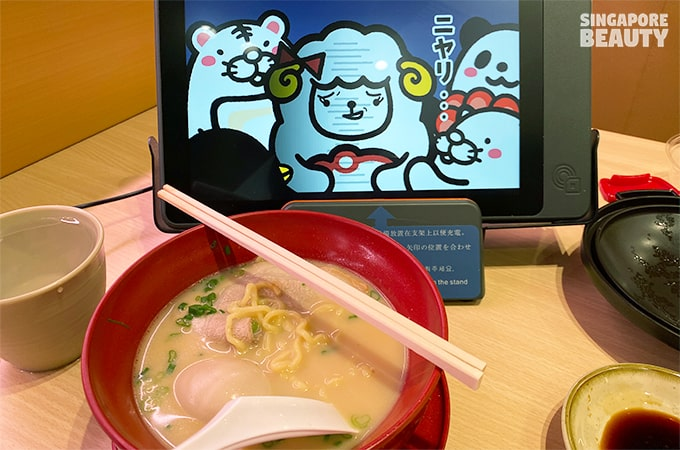touch-screen-menu-manga-cartoon-at-sushiro
