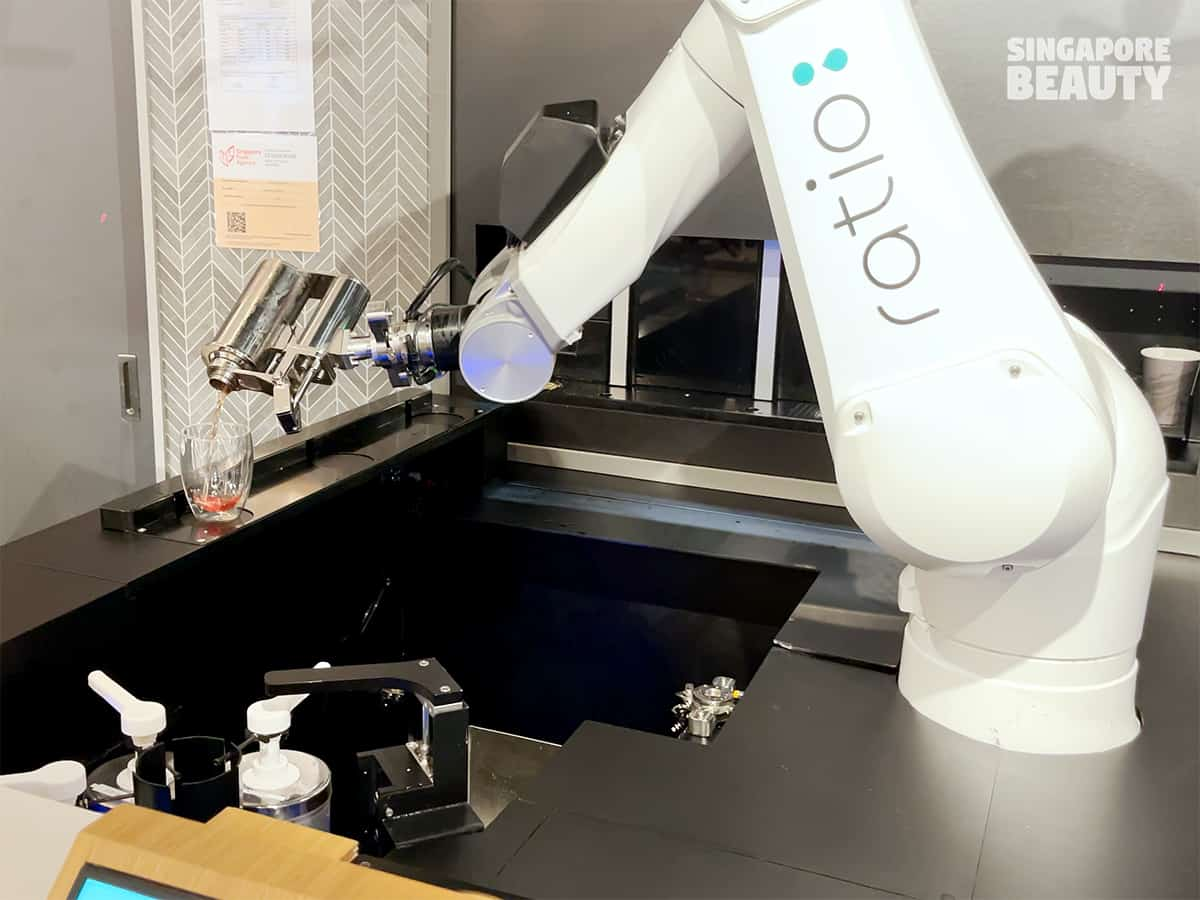 Ratio-cafe-and-lounge-robot-technology