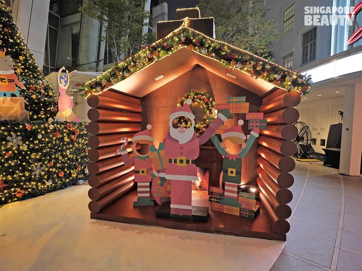 santas log house