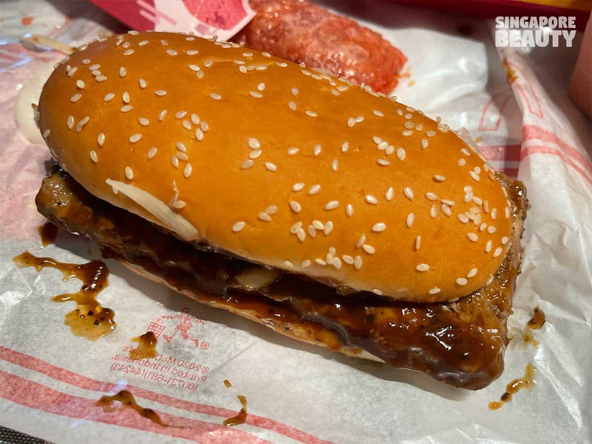 black-pepper-beef-burger