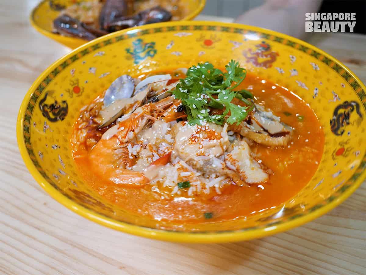 bowl and bowl seafood mala pao fan