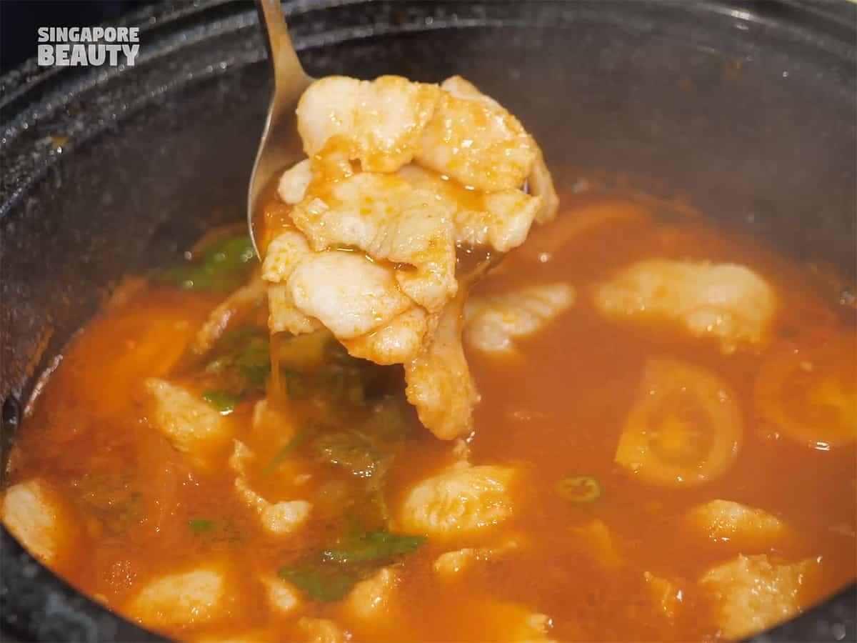 jiugongge free flow dory fish hot stone pot buffet